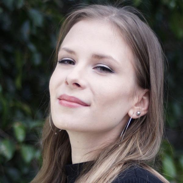 Portrait photo: Alisa                 Romanova