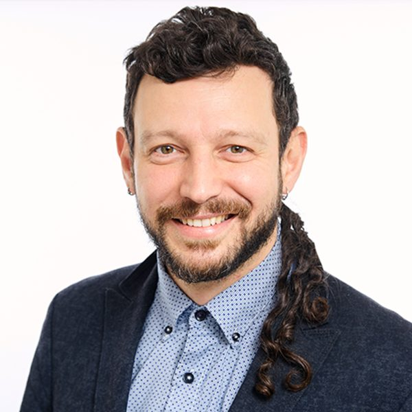Portrait photo: Vangelis                 Lympouridis